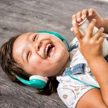 سماعة رأس للأطفال مع ميكروفون من BUDDYPHONES - أخضر